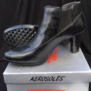 """NWT """"Chaise"""" Booties (8.5)"""